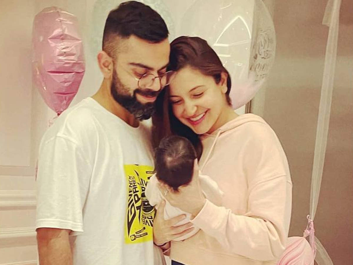anushka sharma shares picture with daughter: Anushka Sharma Shares Picture With Daughter - Navbharat Times