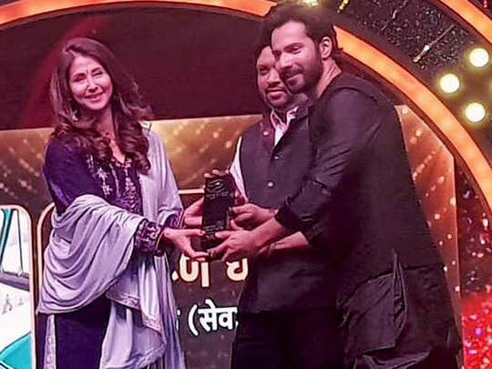 Varun Dhawan Awarded For Contribution