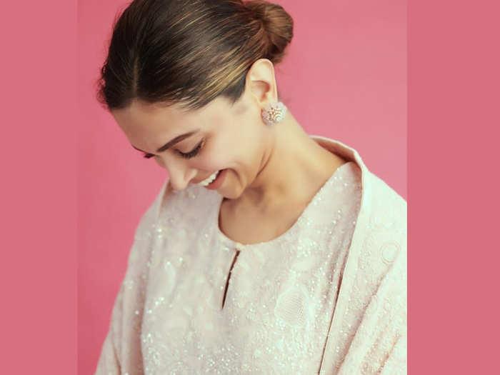 Deepika Padukone blushing in her latest post
