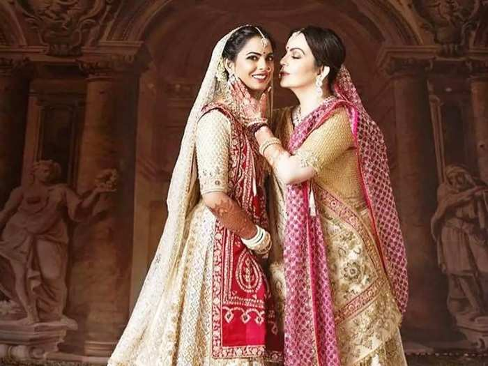 isha ambani piramal expensive engagement gown with crystal embroidery is from dolce and gabbana rare collection in marathi