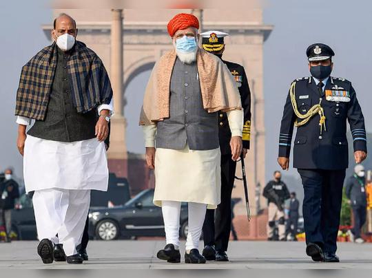 संरक्षण मंत्री राजनाथ सिंह - पंतप्रधान नरेंद्र मोदी (फाईल फोटो)