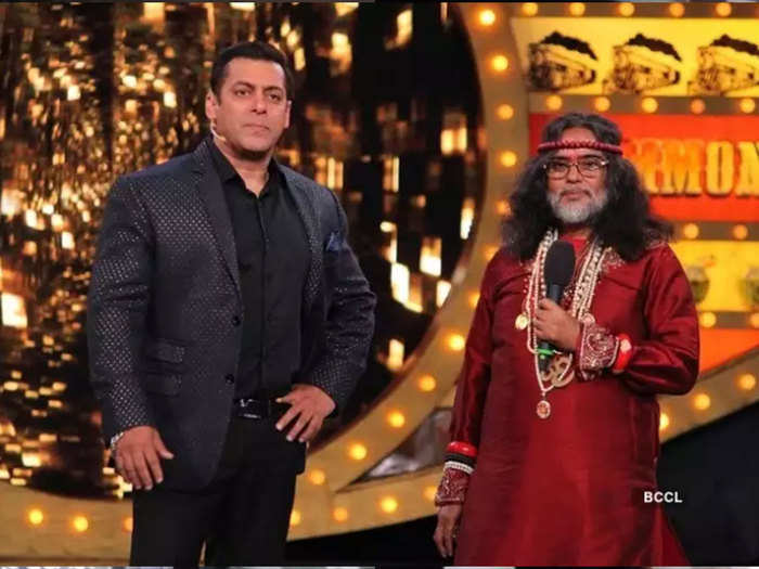 bigg boss 10 contestant swami om died here are some controversial statements about shahrukh salman