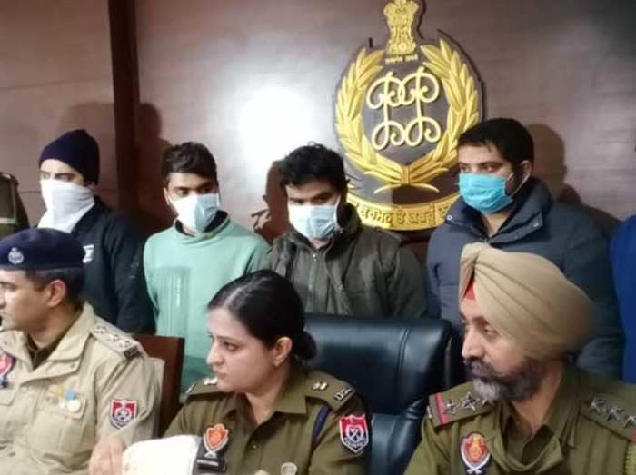 पुलिस ने 5 आरोपियों को किया गिरफ्तार