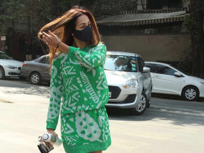 बाल लहराती और शॉर्ट ड्रेस पहने, यूं मुंबई की सड़कों पर दिखीं मलाइका अरोड़ा