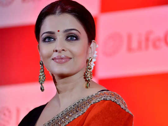 aishwarya rai in red saree looks like a fairy