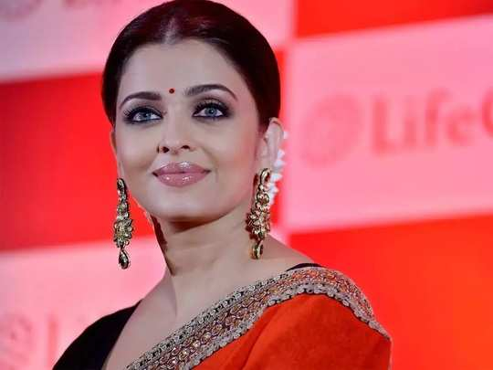 aishwarya rai look gorgeous and beautiful in red colour saree in marathi
