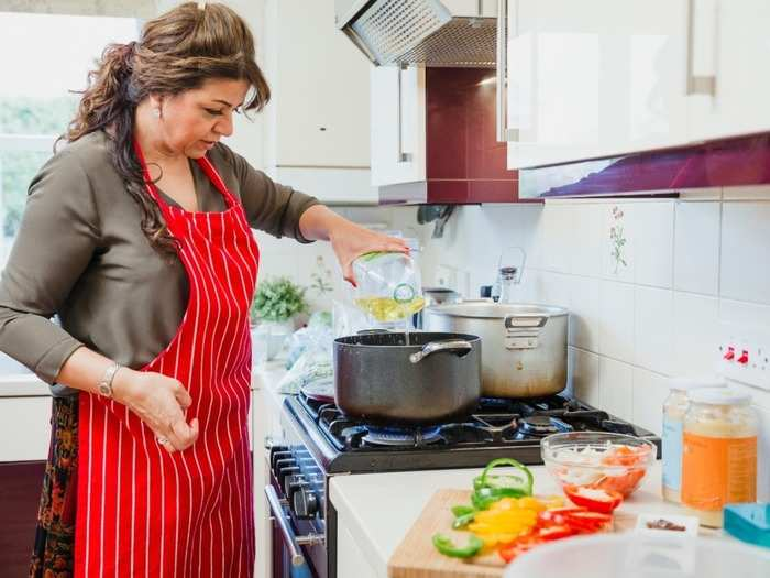 women should adopt this healthy diet after the age of 50 to be healthy and fit