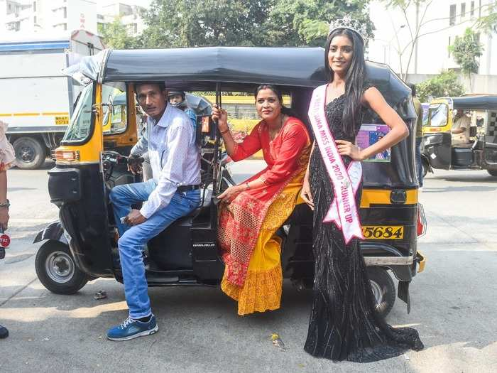 VLCC Femina Miss India 2020 - Runner Up Manya Singh with her parents