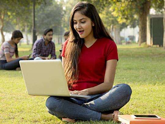Best Laptops On Amazon : लैपटॉप पर आज मिल रही 30% तक की भारी छूट, तुरंत करें ऑर्डर