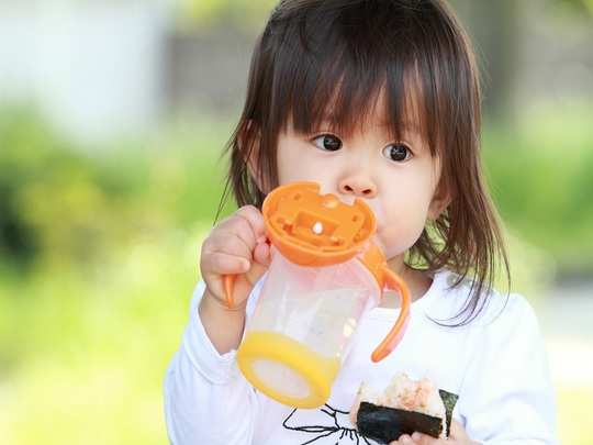 when can i give sippy cup to my baby in hindi