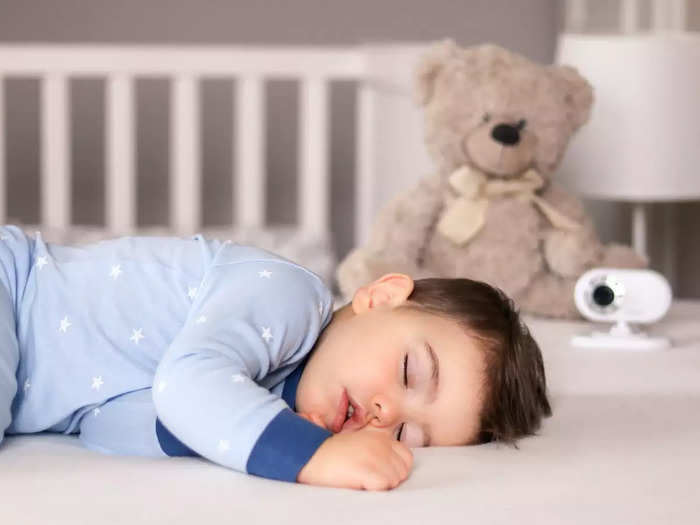 how much sleep baby needs by age in hindi