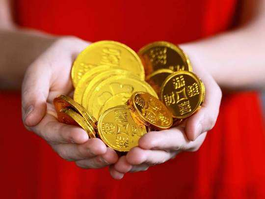 gold dips to 8 month low of sub-rs 46,000 on rising dollar