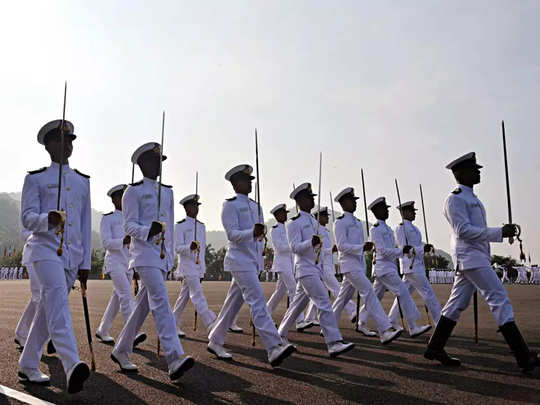 Indian Navy Vacancies: भारतीय नौदलात मेगाभरती; ५७ हजाारांपर्यंत मासिक वेतन