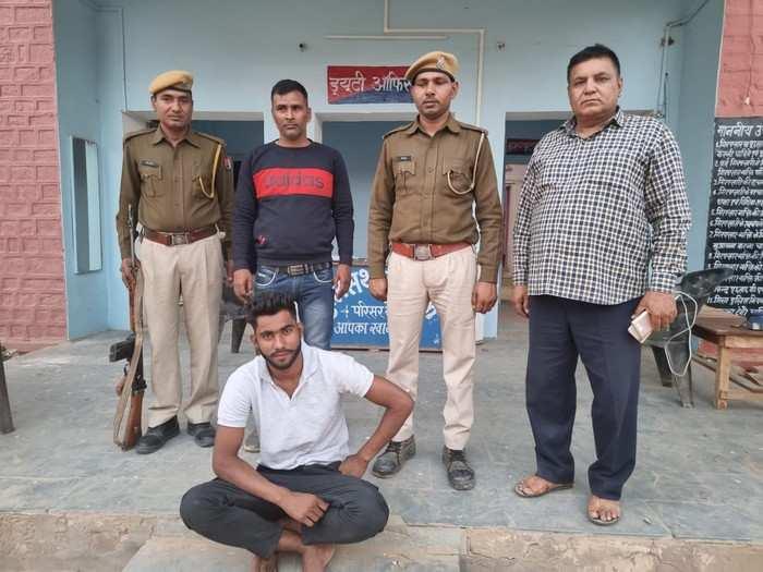 Dholpur news : 5 हजार का इनामी बदमाश चढ़ा पुलिस की हत्थे, व्यवसायी- पुलिसकर्मी पर फायरिंग मामले में था शामिल
