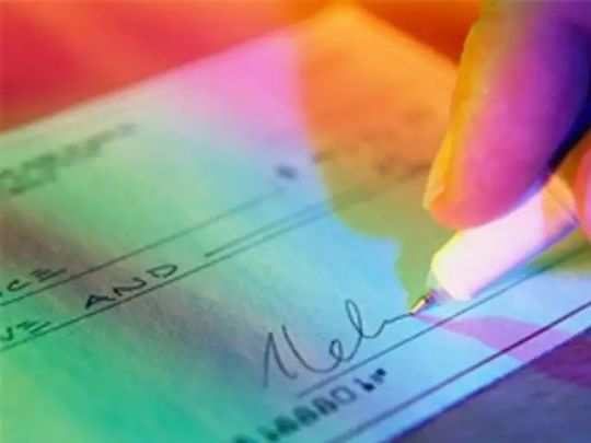 know the difference between stale cheque and post dated cheque