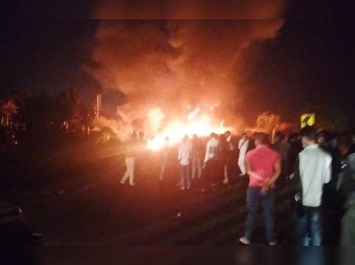Rajasthan news : चूरू के एनएच -52 पर हुई दो ट्रकों की भिडंत, भीषण आग लगने से दो लोग जिंदा जले
