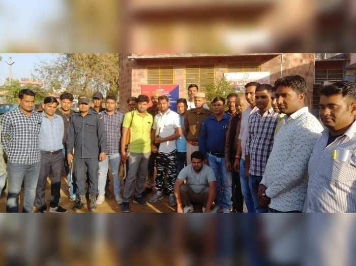 Karauli news: पकड़ा गया 10 हजार का इनामी डकैत नरेश गुर्जर, केशव गुर्जर का है मुख्य सहयोगी