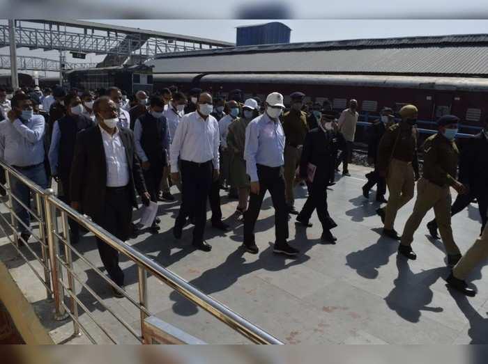Ayodhya news : राम मंदिर के साथ अयोध्या के रेलवे स्टेशन भी होंगे हाईटेक, खाका तैयार