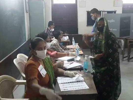 वोटिंग जारी