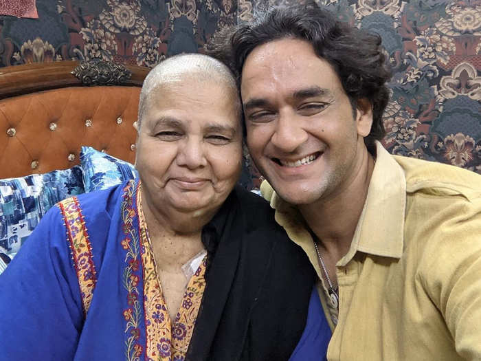 vikas gupta meet rakhi sawant mom and shares pictures with a emotional post