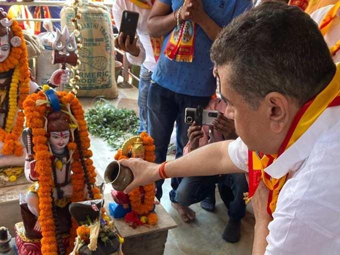 হনুমান মন্দিরে পুজো শুভেন্দুর, দেখুন ছবি