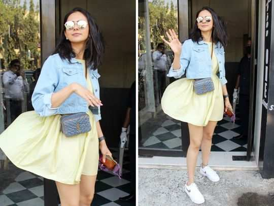 rakul preet singh avoided oops moment in short dress due to strong wind