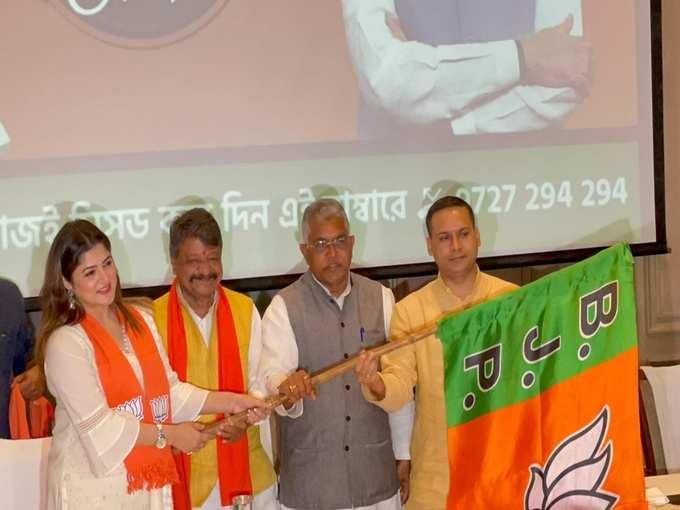BJP-তে শ্রাবন্তীর নতুন পথচলা, দিলীপের হাত থেকে নিলেন পদ্মপতাকা