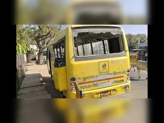 Rajasthan News: दौसा में स्कूल बस और ट्रक की भिड़ंत के बाद मची चीख-पुकार, 7 बच्चों को घायल अवस्था में लाया गया अस्पताल