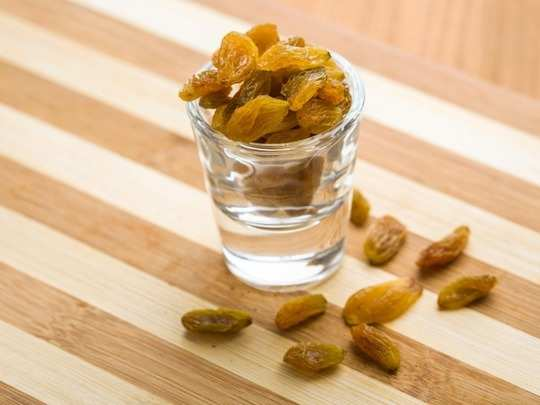 here is why you should drink raisins or kishmish water everyday