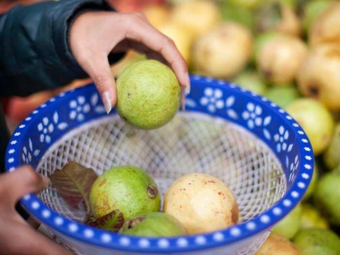 disadvantages of guava fruit amrood ke nuksan