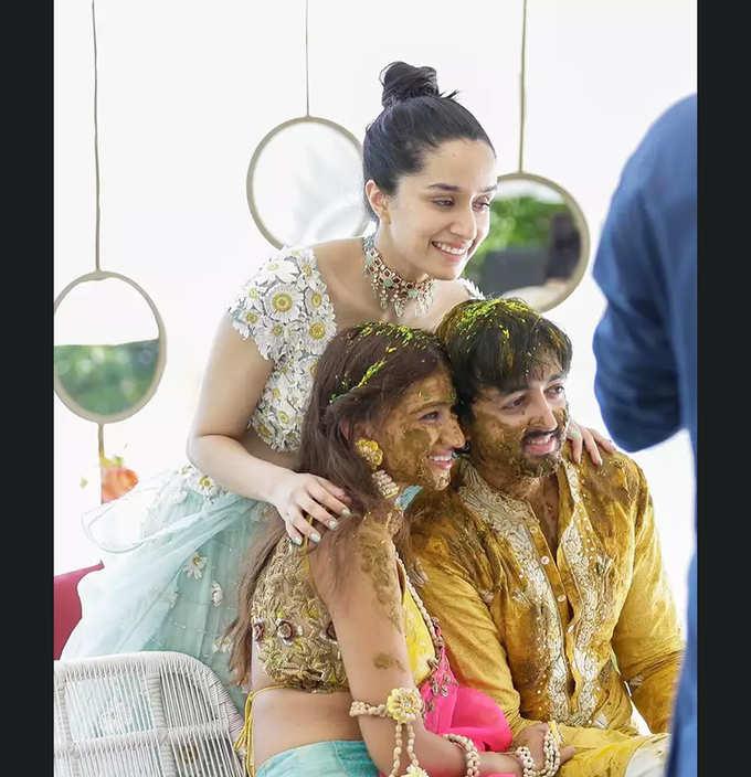 मालदीव में कजिन की शादी इंजॉय कर रही हैं श्रद्धा