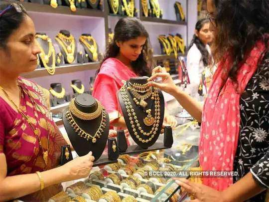 gold-silver rate today: gold prices fall rs 217, silver down by rs 1217 4th march bullion market latest update