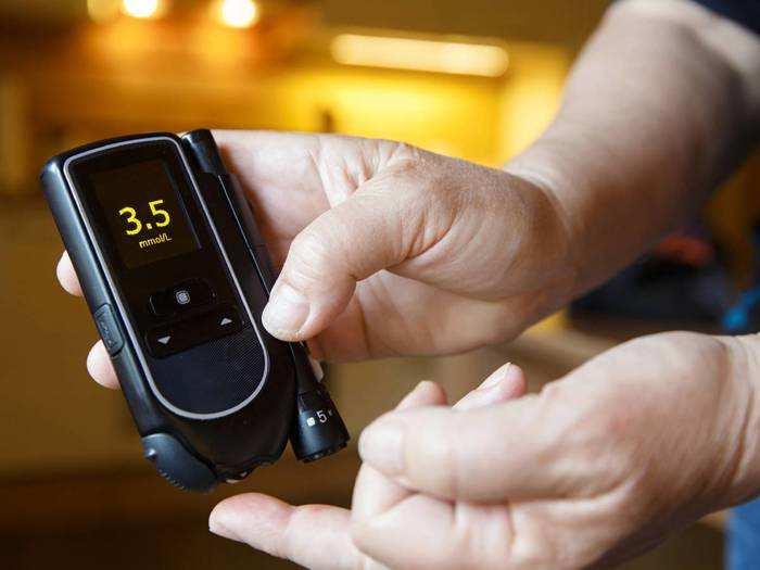 फास्ट और एक्यूरेट रिजल्ट के लिए Amazon से खरीदें ये Blood Sugar Checking Machine