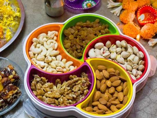here are 5 problems that can caused after eating too many dried fruits