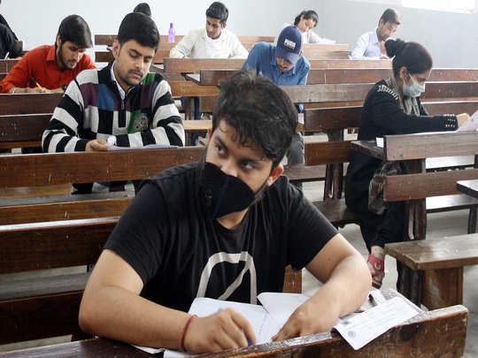 दहावी, बारावी परीक्षांच्या पूर्वतयारीसाठी विद्यार्थ्यांना क्वेश्चन बँक