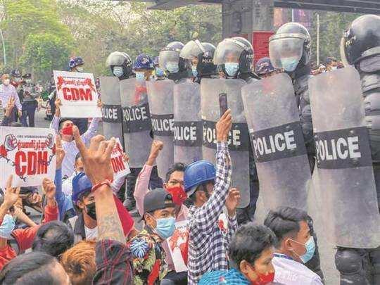 പ്രതിഷേധവുമായി ജനങ്ങൾ. Photo: PTI