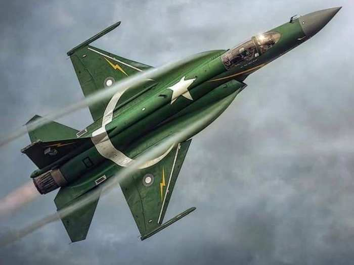pakistan jf-17 fighter jet an absolute failure against indian sukhoi su 30mki and mirage 2000 claims greek media