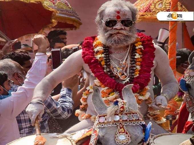 শিবরাত্রিতে কুম্ভে শুরু শাহীস্নান, দেখুন পূণ্যস্নানের বিশেষ ছবি