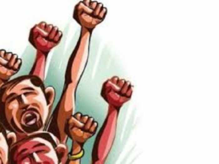 पंकजांच्या कारखान्यात काम बंद आंदोलन