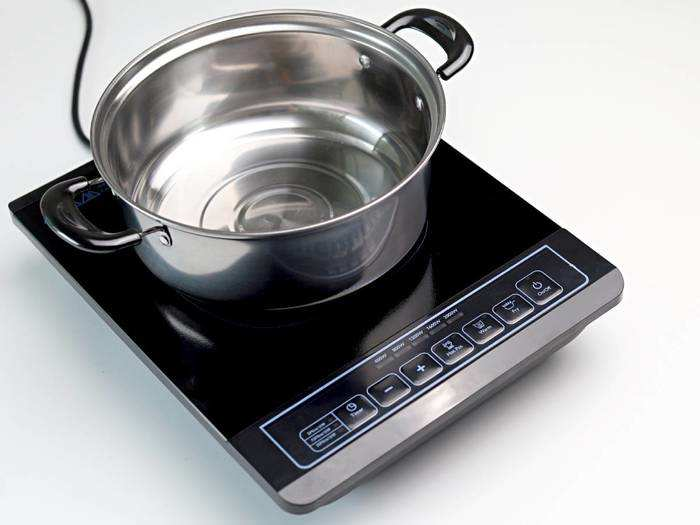 मेहनत के साथ बिजली की भी होगी बचत, इस्तेमाल करें यह Induction Cooktop