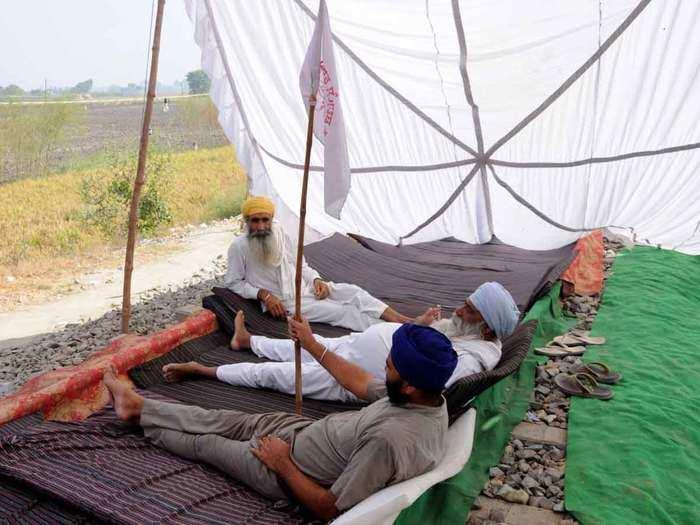 किसानों ने खत्म किया धरना (फोटोः आईएएनएस)