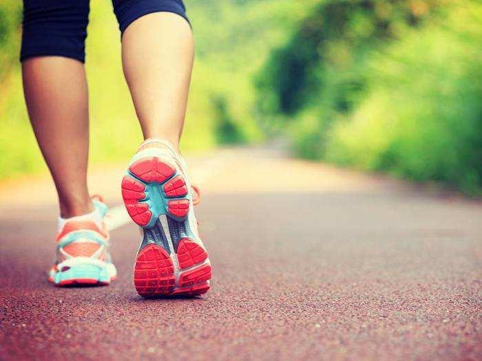 Sports Shoes : सेहतमंद बने रहने के लिए इन Sports Shoes को पहनकर रोजाना करें एक्सरसाइज