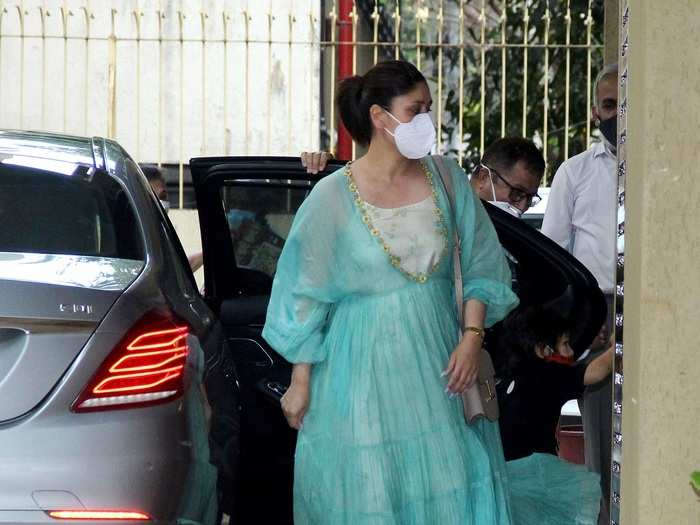 kareena kapoor spotted in sheer looking dress at karisma kapoor house