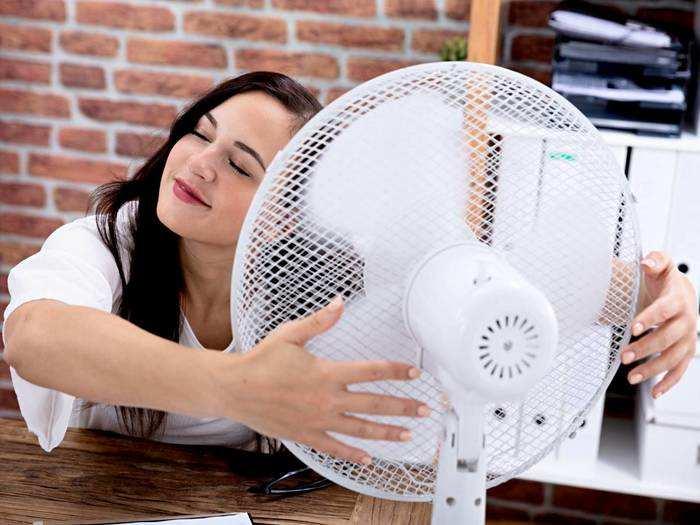 Table Fan : चिपचिपी गर्मी में बर्फ सी कूलिंग देगा ये Tablet Fan, टॉप ब्रांड पर मिल रही बंपर छूट