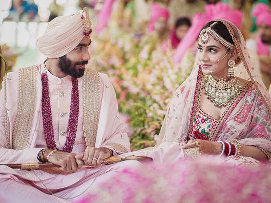 Jasprit Bumrah Sanjana Ganesan Wedding 1st Photos: जसप्रीत बुमराह ने रचाई संजना गणेशन से शादी, देखें पहली तस्वीर