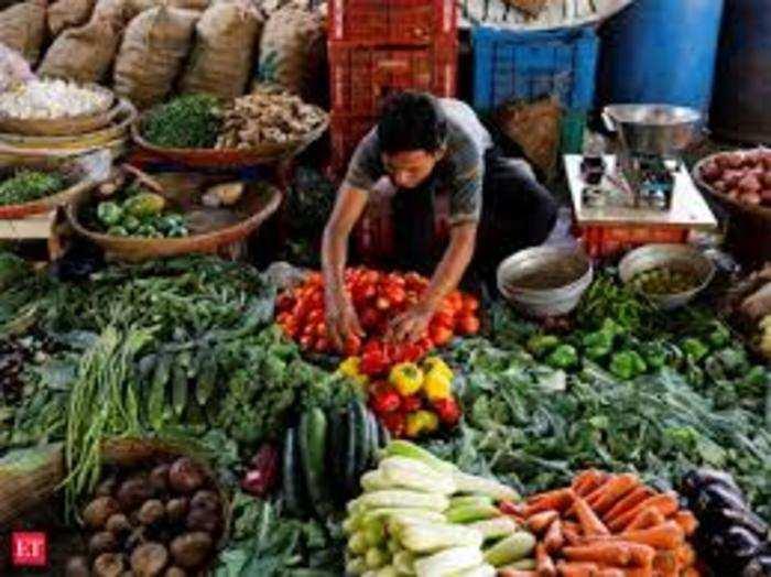 सर्दी का सीजन समाप्त होने के साथ सब्जियों के दाम बढ़ने लगे हैं।