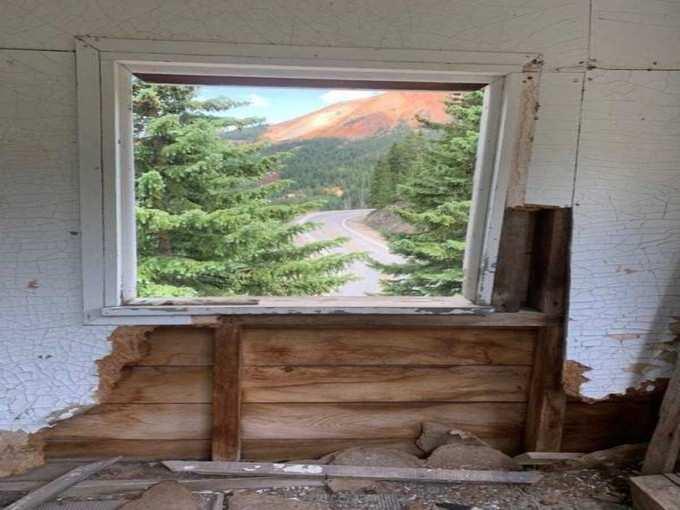 फोटो है या खिड़की?