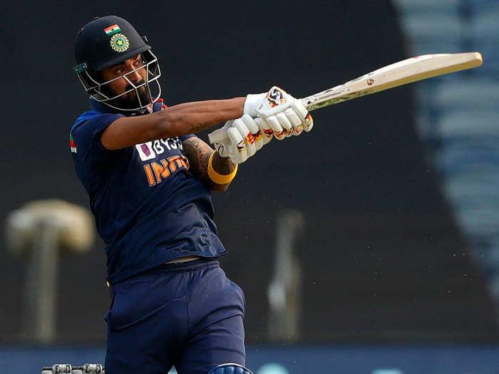 KL Rahul Stunning Fifty: खराब फॉर्म से उबरे केएल राहुल, इंग्लैंड के खिलाफ पहले वनडे में जड़ी तूफानी फिफ्टी
