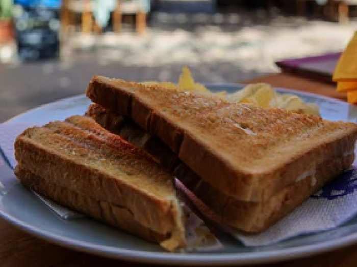 कुरकुरे और हेल्दी सैंडविच मिनटों में बनाएं, हैवी डिस्काउंट पर खरीदें यह Sandwich Maker