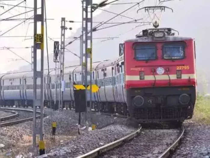 रेल सेवा बाधित